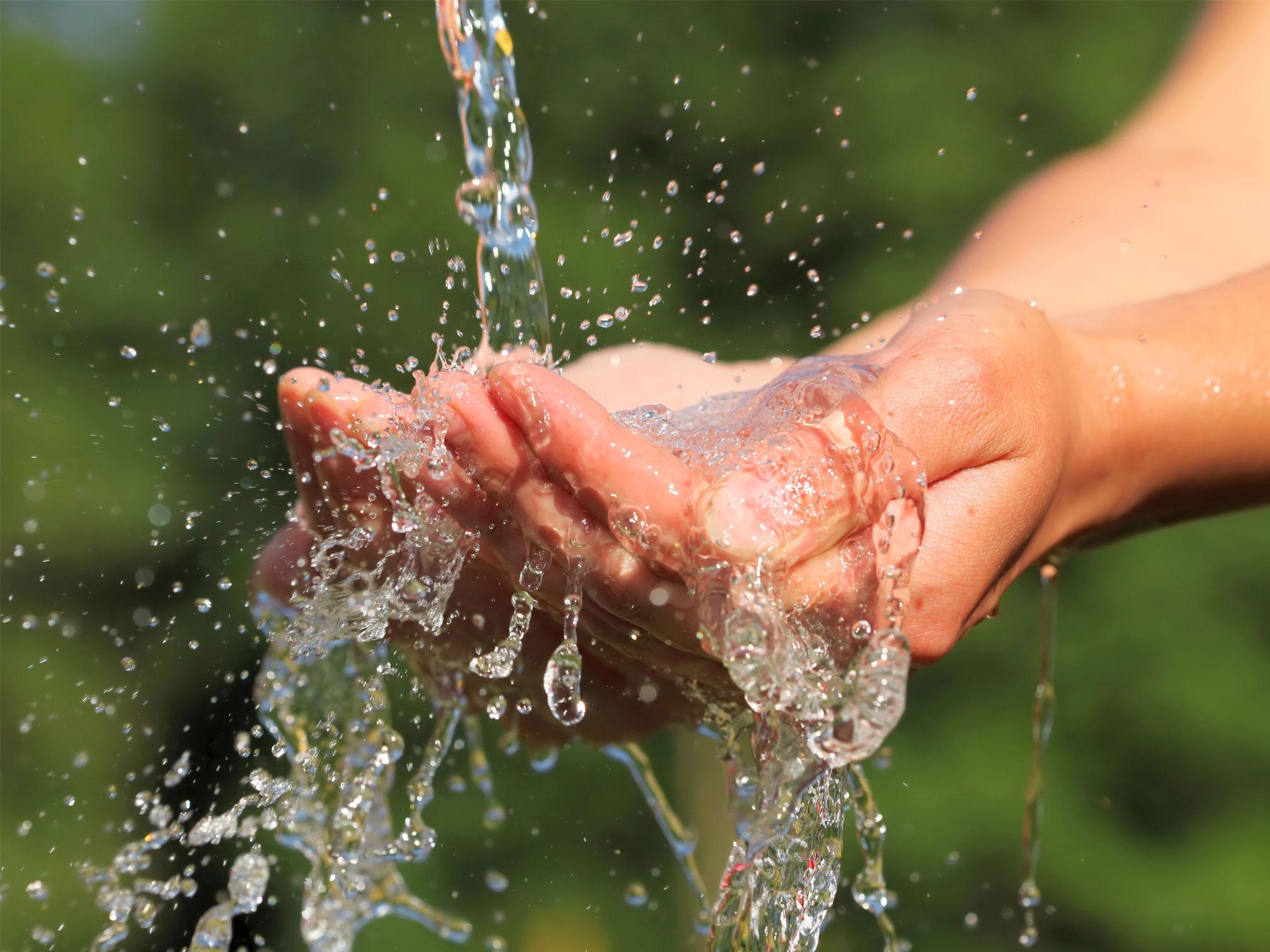 Mains mouillées